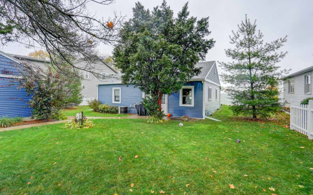 2074 Barber Dr, Stoughton, WI 53589