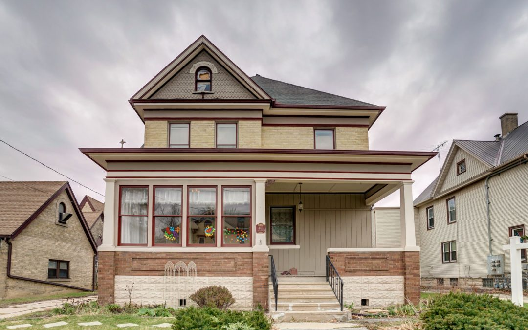406 S 3rd St, Watertown, WI 53094