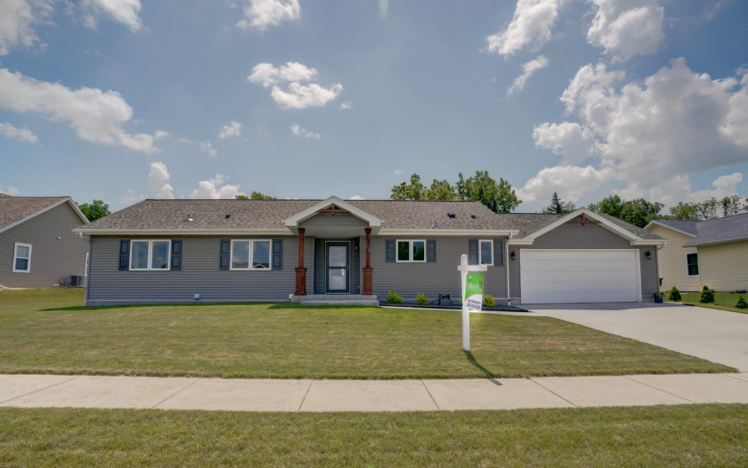 148 Natures Trl, Fall River, WI 53932