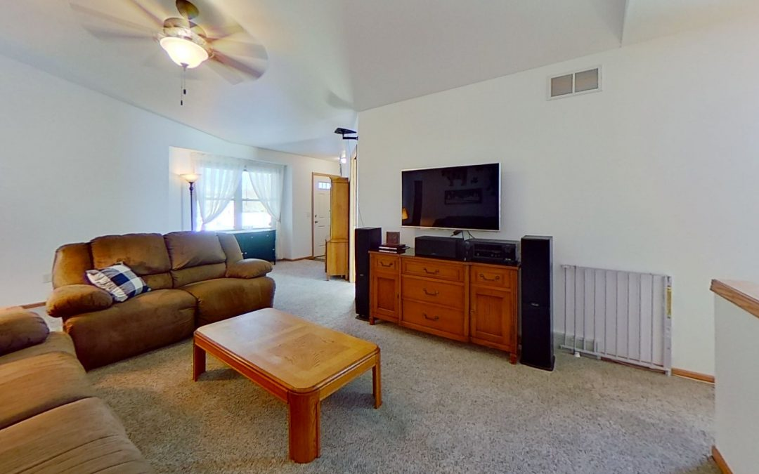 511 Meadow View Rd, Mount Horeb, WI 53572