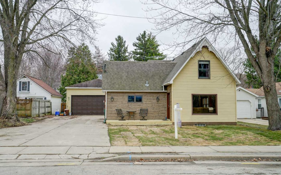 146 Clark St, Cottage Grove, WI 53527
