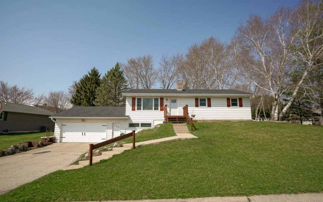 305 Indian Summer Rd, Marshall, WI 53559