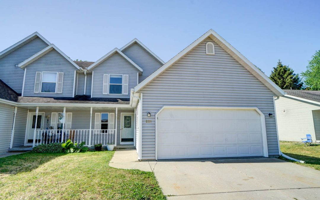 221 Division St, Brooklyn, WI 53521
