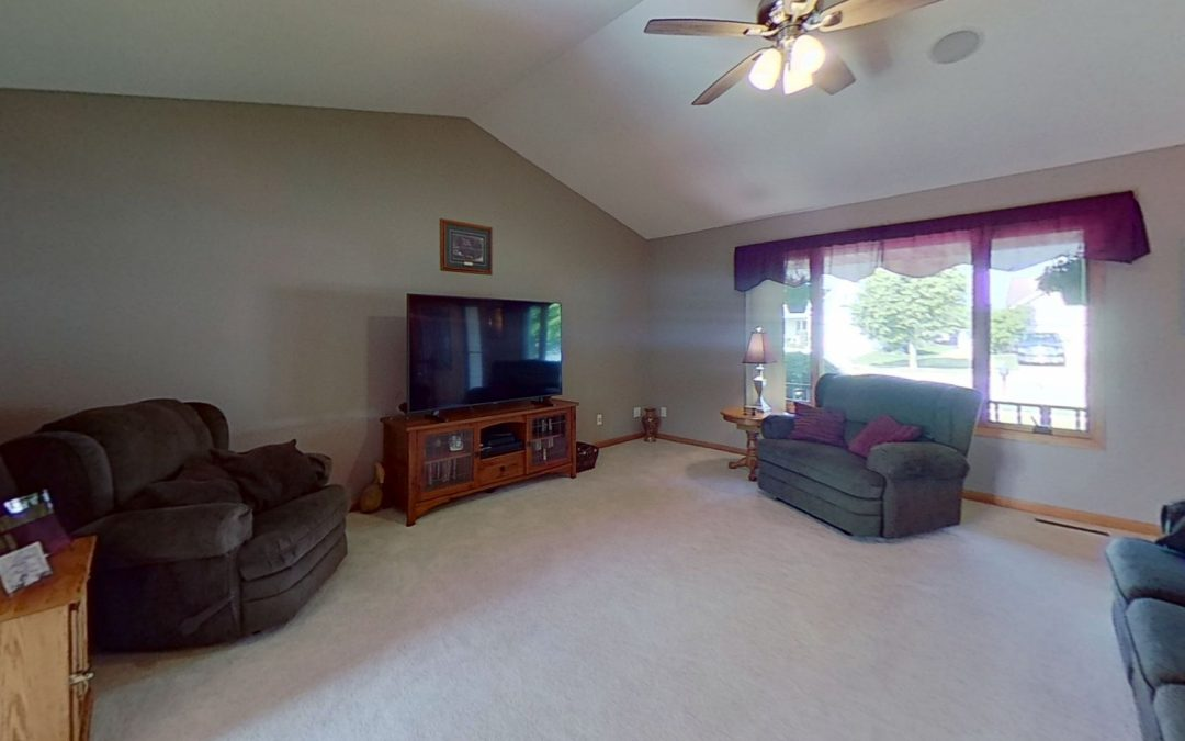 825 S 2nd St, Mt Horeb, WI 53572