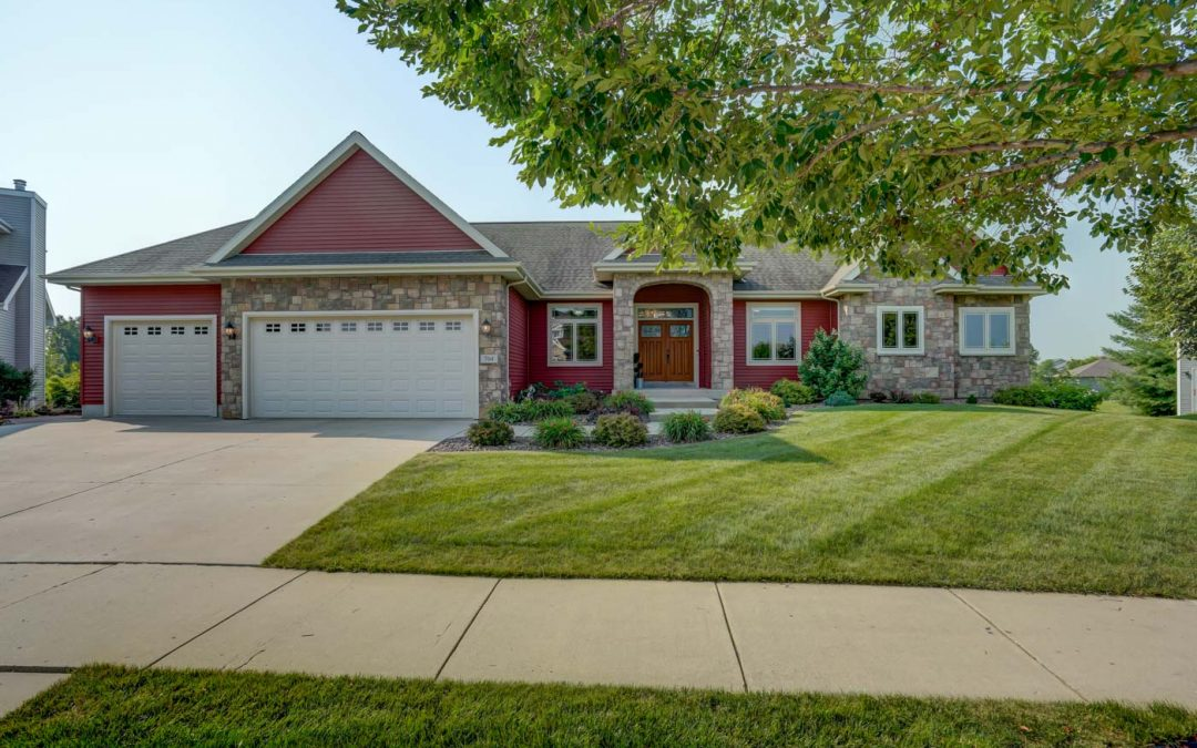 704 Stoney Hill Ln, Cottage Grove, WI 53527